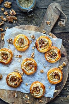 Two Bite Crostini Party Ideas w/ Recipes Tapas, Appetizer Sandwiches, Happy Foods, Breakfast For Dinner, Appetisers, Good Healthy Recipes, Creative Food, High Tea, Soul Food