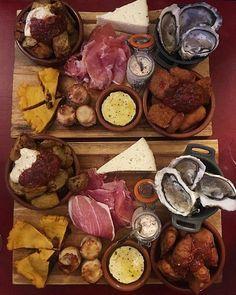 Ce soir cest miam-miam chez @glougloubaravins avec les huîtres @hmigliore34 et tapas à gogo  .  GLOUGLOU  Bar à vins  Montpellier (34) ___________ #baravin #glouglou #glougloubaravins #montpellier #bar #restaurant #tapas #food #foodlover #bloggerfood #foodstagram #blogfood #pintademontpellier