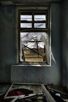 Window of abandoned house Abandoned Property, Abandoned Mansions, Abandoned Buildings, Derelict Places, Abandoned Places, Strange Places, Beautiful Disaster, Through The Window, Open Window