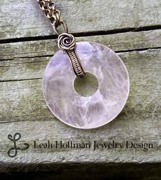 Oxidized Silver Donut Weave Bail with Rosette- Leah Hoffman Jewelry Design Wire Jewelry Designs, Jewelry Crafts, Jewelry Accessories, Wire Wrapped Necklace, Wire Wrapped Pendant, Wire Pendant, Pendant Jewelry, Bijoux Fil Aluminium, Estilo Hippy