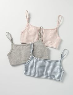 Explore our collection of girls' accessories; Korean Fashion Dress, Korean Street Fashion, Teenager Outfits, Girl Outfits, Cute Outfits, Jogger Pants Outfit, Vintage High Waisted Shorts, Girls Sports Bras, Cute Bras
