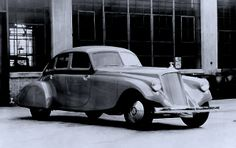 1933 Pierce Silver Arrow 3/4 front view at factory