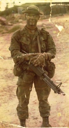 US Army Ranger with M60 machine gun, 1972.