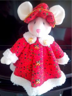 Revistas de Manualidades: Ratona Navideña Christmas Fabric, Christmas Crafts, Christmas Chair Covers, Kids Zone, Xmas Ornaments, Stuffed Toys Patterns, Felt Crafts, Holiday, Ideas