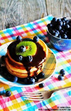 Jak pączek w maśle...blog kulinarny,smacznie,zdrowo,kolorowo!: Pancakes z sosem czekoladowym i owocami