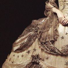 Queen of Nothing Story Inspiration, Character Inspiration, Hogwarts, Princess Aesthetic, Cinderella Aesthetic, Queen Aesthetic, Gold Aesthetic, Estilo Fashion, Phantom Of The Opera