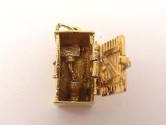 Vintage 9ct gold outside toilet WC charm - opens - 1973