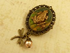 Brooch with green frog in bronze Polymer Clay Jewelry amphibians shell core pearl gift idea original jewelery - pinned by pin4etsy.com
