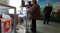 A child holds the ballot of his mother during the referendum on the status of Ukraine's Crimea region at a polling station in Bakhchisaray March 16, 2014 (Reuters / Sergey Karpukhin)