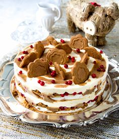 *~Christmas~* Dream cake combines meringue, caramel, cranberries, and brings a wonderful spice, cinnamon. Baking Recipes, Cake Recipes, Dessert Recipes, Christmas Treats, Christmas Baking, Cake Cookies, Cupcake Cakes, Delicious Desserts, Yummy Food