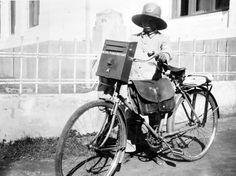 pak pos pengantar surat indonesia tempo dulu