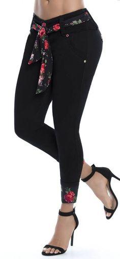 Jeans levanta cola WOW 86236 Weird Fashion, Fashion Wear, Denim Fashion, Fashion Pants, Urban Fashion, Fashion Outfits, Womens Fashion, Designs For Dresses, Cute Jeans