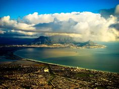 The Table Mountain in South Africa, Cape Town is situated in the northern part of a mountain range on about 52 km long and up Most Beautiful Cities, Beautiful World, Places To Travel, Places To See, Cape Town Holidays, African Image, Namibia, Table Mountain, Countries Of The World