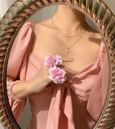 credit unknown February 01 2020 at fashion-inspo Peach Aesthetic, Classy Aesthetic, Aesthetic Vintage, Aesthetic Photo, Aesthetic Pictures, Aesthetic Clothes, Aesthetic Roses, Grunge Style, Soft Grunge
