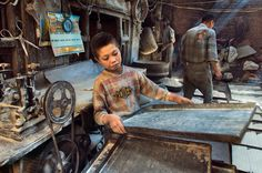 10 Modern-Day Forms of Child Labor - Listverse Story Of The World, People Of The World, Steeve Mc Curry, Steve Mccurry Photos, Collections Photography, Forced Labor, Precious Children, Working With Children, Photo Art