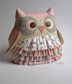 100 Brilliant Projects to Upcycle Leftover Fabric Scraps. Fabric F Owl Sewing, Sewing Toys, Sewing Crafts, Sewing Projects, Fabric Toys, Fabric Crafts, Owl Patterns, Sewing Patterns, Owl Cushion