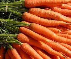 Beta-carotene is an orange-colored plant compound found in many fruits and vegetables, especially carrots. Like all other carotenoids, beta-carotene is a strong antioxidant capable of scavenging potentially harmful free radicals. Health Benefits Of Carrots, Carrot Benefits, Juicing Benefits, Fruits And Veggies, Fruits And Vegetables, Green Veggies, Winter Vegetables, How To Plant Carrots, Veggies