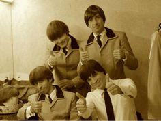 A banda brasileira já tocou no estúdio Abbey Road, onde os Beatles gravaram quase todos os seus álbuns. Os integrantes já viajaram no ônibus do grupo e se apresentaram seis vezes no lendário Cavern Club, onde foram parabenizados pelo primeiro empresário dos Beatles, Alan Williams.