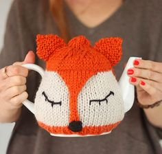 Free Knitting Pattern for Fox Tea Cosy - Gina Michele designed this easy teapot cozy cover to be beginner-friendly. Tea Cosy Knitting Pattern, Tea Cosy Pattern, Knitting Patterns Free, Free Knitting, Crochet Patterns, Knitting And Crocheting, Finger Knitting, Scarf Patterns, Knitted Tea Cosies