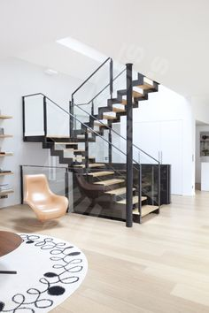 Horizontal Glass and Metal Railing on Front Side of Stairs Entry Stairs, Metal Stairs, Stair Handrail, Staircase Railings, Modern Stairs, House Stairs, Staircase Design, Glass Stairs, Interior Stairs