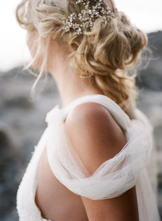 Pretty crystal hairpins and a loose updo: http://www.stylemepretty.com/oregon-weddings/2015/09/04/romantic-seaside-bridal-boudoir-inspiration/ | Photography: Archetype Studio - http://archetypestudioinc.com/