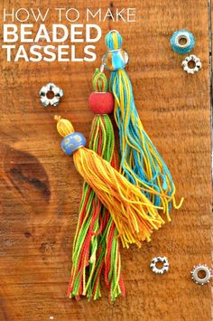 Great as gift wrap toppers // how to make beaded tassels easy crafts to make Yarn Crafts, Bead Crafts, Jewelry Crafts, Diy Crafts, Ornament Crafts, Christmas Ornament, Diy Tassel, Tassel Jewelry, Beaded Jewelry