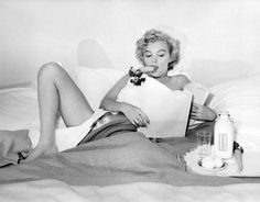 Bel Air Hotel Session Bed - Marilyn by André De Dienes (1953)