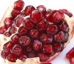 Granada roja. Esta extraña fruta es prima de la fruta de la pasión.