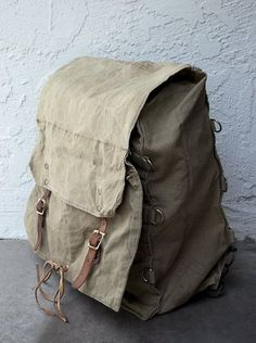 Mochila militar Vintage / / vintage camping pack por ThePriory