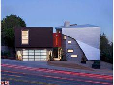 Award-winning #modern compound in West #LosAngeles asks $3 million.
