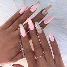 Schauen Sie sich unsere Sarg-Acrylnagel-Ideen mit verschiedenen Farben an. Trend… Take a look at our Coffin Acrylic Nail Ideas with different colors. Coffin Nails Long, Long Nails, Pink Coffin, French Nails, Cute Nails, Pretty Nails, Eyeliner Trends, Nail Art Designs, Light Pink Acrylic Nails