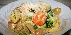 Dejlig cremet pasta med kylling, grøntsager og masser af smeltet ost, der gør saucen virkelig lækker.
