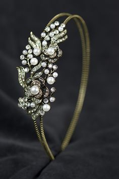 Elegant Vintage Gold Style Pearl & Crystal Bridal Hairband at only £9.49.