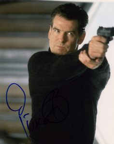 GOOD ACTION SHOT OF PIERCE BROSNAN AS JAMES BOND FROM THE 2002 BOND FILM DIE ANOTHER DAY 8 X 10 COLOR PHOTO SIGNED BY PIERCE BROSNAN