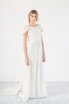 Bordados artesanales y detalles vintage son los protagonistas de nuestros vestidos de novia de esta colección.