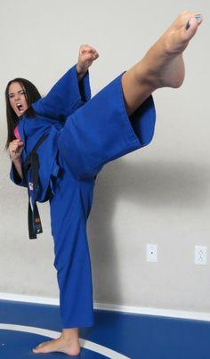 Female Martial Artists, Martial Arts Women, Karate Girl, Jiu Jitsu, Barefoot, Different Styles, Sportswear, Kicks, Guys