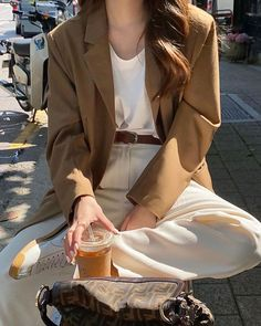 Aesthetic Fashion, Look Fashion, Aesthetic Clothes, Beige Aesthetic, Cute Casual Outfits, Pretty Outfits, Look Blazer, Mein Style, Mode Chic