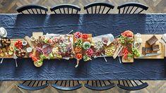 Juhla-ateria ilman ruoanlaittoa - IKEA Ikea Meatballs, Crisp Bread, Grazing Tables, Snacks Für Party, Meat And Cheese, Food Platters, Holiday Dinner, Charcuterie Board, Winter Food