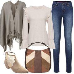 Jeans super skinny, maglia con volant, mantella con frange, stivaletti a punta con effetto scamosciato e inserti ricamati. Completa il look la splendida borsa a mano patchwork. Un insieme perfetto e adatto a tutte le età.