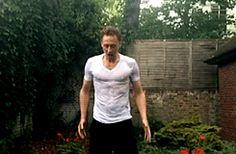 Tom Hiddleston does ice bucket challenge - Imgur