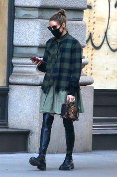Olivia Palermo Outfit, Estilo Olivia Palermo, Olivia Palermo Lookbook, Olivia Palermo Style, Fashion Over 40, Fashion Line, Girl Fashion, Fashion Outfits, Classic Skirts