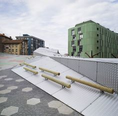 Pormetxeta Square by MTM Arquitectos Pormetxeta Square, on a former industrial site in the Basque town of Barakaldo near Bilbao, creates a series of new thoroughfares, reconnecting the town centre with the river.