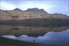 Le mont Pierre Lejay et le lac des truites - Kerguelen (kerguelen-voyages.com)