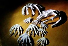 Halloween is Coming! Fold A Spooky Origami Hand Skeleton! Video Tutorial  http://www.origami-kids.com/halloween-video/skeleton-1/44278t09BpM.htm