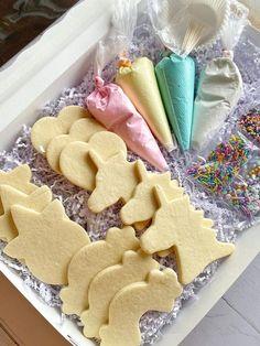 Summer Cookies, Cookies For Kids, Easter Cookies, Mousse, Unicorn Cookies, Cookie Box, Royal Icing Cookies, Chocolate Covered Strawberries, Cookie Decorating