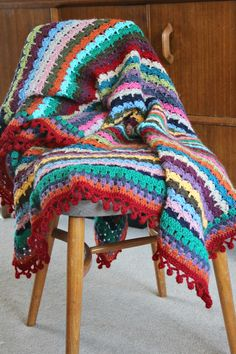 Bobbly PomPom edging - free crochet pattern from Zeens and Roger.