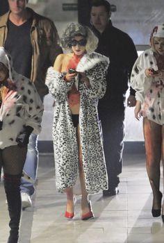 Lady Gaga de Cruela de Vil. Los disfraces para halloween de las celebrities
