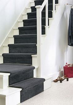 De trap is vaak het sluitstuk van een verbouwing of wordt simpelweg vergeten. Terwijl een trap in een hal vaak het eerste is wat gasten zien van een huis. Het is een visitekaartje van uw woning, dat moet passen bij uw interieur. Gelukkig zijn er heel veel mogelijkheden. Kijk maar mee!