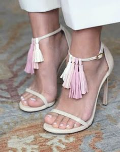 Descubre cómo puedes dar un toque de tendencia a tus sandalias viejas con estas fabulosas ideas
