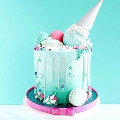 Little mermaid cake design Fancy Cakes, Cute Cakes, Pretty Cakes, Yummy Cakes, Beautiful Cakes, Amazing Cakes, Bolo Drip Cake, Bolo Cake, Bolo Tumblr